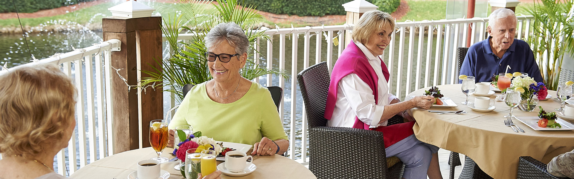 Residents of The Waterford sitting outside enjoying a meal